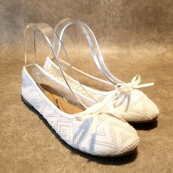 SO Womens Sz 7 M White Slip On Lace Ballet Flat